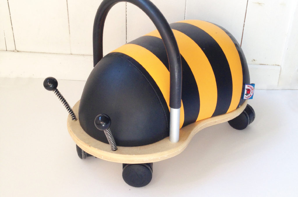 Toys: i giochi dei bambini. Wheely bug ape